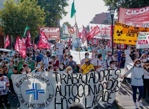 Masiva movilización desde el Hospital Larcade hacia la Sede Municipal de San Miguel